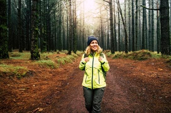 Pilgrim i skogen på vei til Nidarosdomen